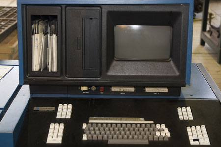 Keyboard, 8 inch floppy drive and screen of an Agfa Compugraphic Editwriter