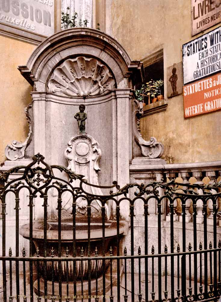 Old postcard of Manneken Pis in Brussels