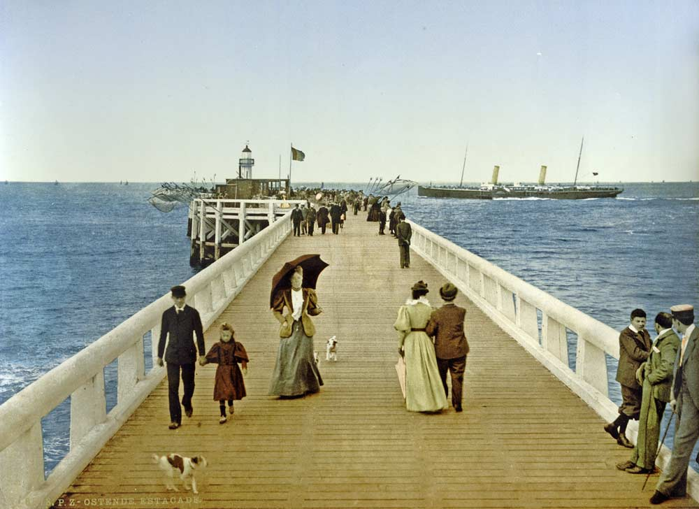 Old postcard of the Ostend Pier