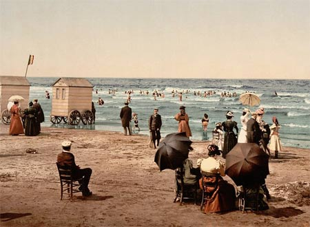 Historic photo of people on the beach in Blankenberge, Belgium
