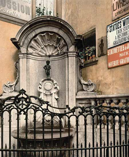 Historic photo of the statue of Manneke Pis in Bruxelles
