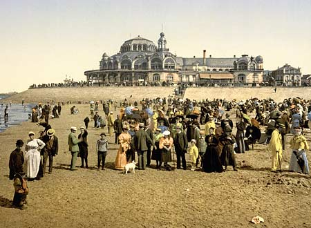 Historic photo of people on the beach near the Kursaal in Oostende